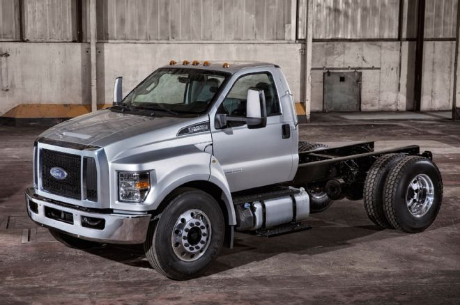 2016-ford-f-650-super-duty-front-view