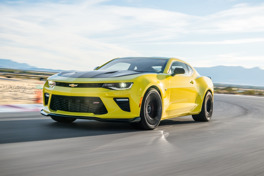 2017-Chevrolet-Camaro-SS-1LE-front-three-quarter-in-motion-02