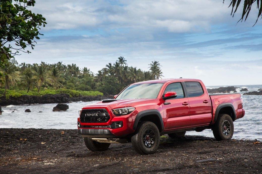 2017-Toyota-Tacoma-4x4-TRD-Pro-front-three-quarter-03