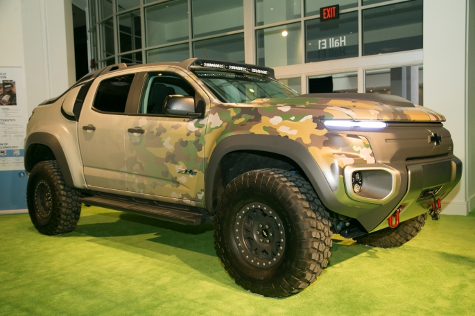 Chevrolet-Colorado-ZH2-Prototype-front-three-quarter-03