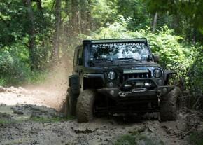 featured-jk-wrangler-slinging-mud