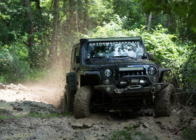 featured-jk-wrangler-slinging-mud