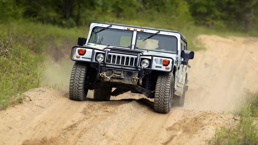 King_off-road_vehicles_-_the_Hummer_H1_series_wallpaper_04_1366x768
