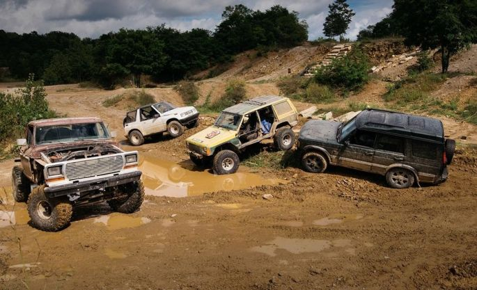 the-battle-of-the-off-road-beaters-ford-vs-geo-jeep-and-land-rover-feature-car-and-driver-photo-672950-s-original